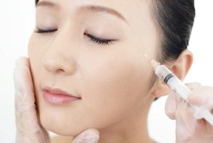 目の上のヒアルロン酸注入が選ばれる理由と注入方法